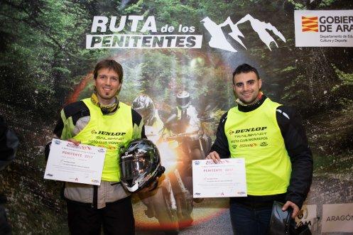 Andres y Hector diploma